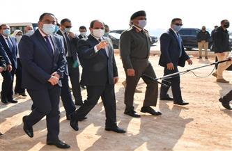 الرئيس السيسي يصطحب أعضاء الحكومة ورئيس الوزراء في جولة تفقدية بمنطقة عزبة الهجانة|صور