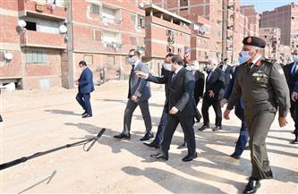 الرئيس السيسي يتفقد مشروع تطوير عزبة الهجانة.. والأهالي: «بنحبك يا ريس» | فيديو