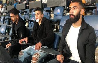 عبدالغني وزيزو في مدرجات الزمالك لمؤازرة الفريق أمام الاتحاد