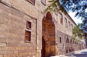 حي الخليفة يزيل تعديات على حرم الآثار في شارع السيوفية