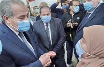 وزير التموين يوجه باستخراج بطاقة لمعاق يملك سيارة خلال زيارته للمنيا