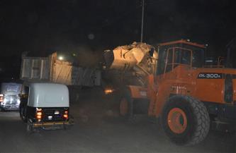 استجابة لما نشرته «بوابة الأهرام».. محافظ القليوبية يُكلف حي شرق شبرا الخيمة بإزالة تلال القمامة | صور