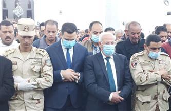 محافظ بورسعيد يتقدم المشيعين لجنازة الشهيد البطل محمود رضا | صور