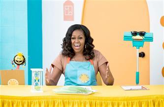 ميشيل أوباما تتعاون مع «نتفليكس» في المسلسل العائلي الجديد «WAFFLES & MOCHI» | صور
