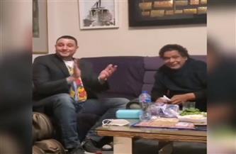أحمد الفيشاوي يغني مع الكينج محمد منير فى منزله | فيديو