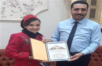 عضو «إسكان البرلمان» يُكرّم أصغر شاعرة في العالم العربي