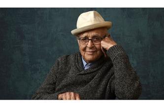 """تكريم المؤلف الأمريكي نورمان لير في ليلة """"جولدن جلوب"""" عن مجمل أعماله"""