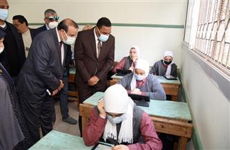 محافظ مطروح يتفقد لجان امتحانات الصف الأول الثانوي والخامس الابتدائي | صور
