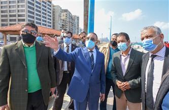 محافظ الإسكندرية يشهد تفكيك أحد الكافيهات على الكورنيش.. لن نسمح بحجب رؤية البحر | صور