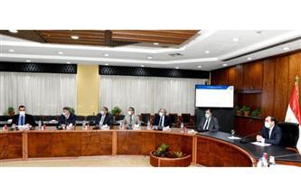 وزير البترول يتابع التوسع في إقامة محطات تموين وتحويل السيارات للعمل بالغاز الطبيعي