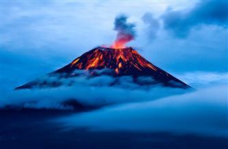 بركان سانجاي في الإكوادور يطلق عمودا من الرماد يبلغ ارتفاعه 8500 متر