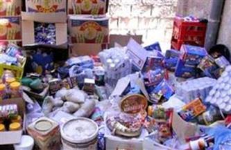 ضبط كمية من السلع والمواد الغذائية منتهية الصلاحية قبل بيعها في أسواق الأقصر |صور