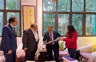 تسليم مجموعة من الكتب المهداة من «الثقافة» إلى متحف شنغهاي للفنون |صور