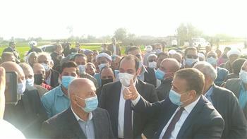 """وزير النقل يتفقد أعمال إنشاء خط سكة حديد """" كفر داوود - السادات"""" بالمنوفية   صور"""