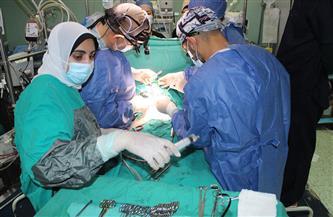 إجراء 9 عمليات جراحية للأطفال بقافلة قلوب صغيرة في قنا | صور