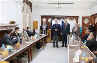 رئيس جامعة المنوفية يتفقد دورة إعداد القادة لتنمية قدرات هيئة التدريس | صور
