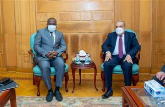 """وزير الدولة للإنتاج الحربي يبحث مع """"وفد غيني"""" رفيع المستوى سبل تعزيز التعاون المشترك"""