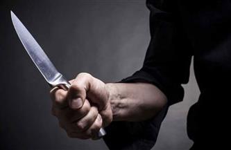 إصابة عامل بطعنة في الصدر بسبب معاكسة فتاة بمنية النصر