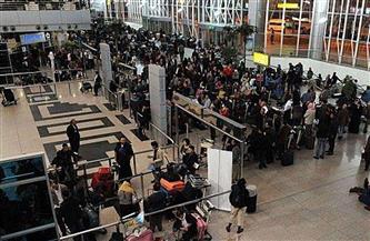 ضبط 4 آلاف كارت ذاكرة بأجساد راكب وزوجته وأولاده بالمطار