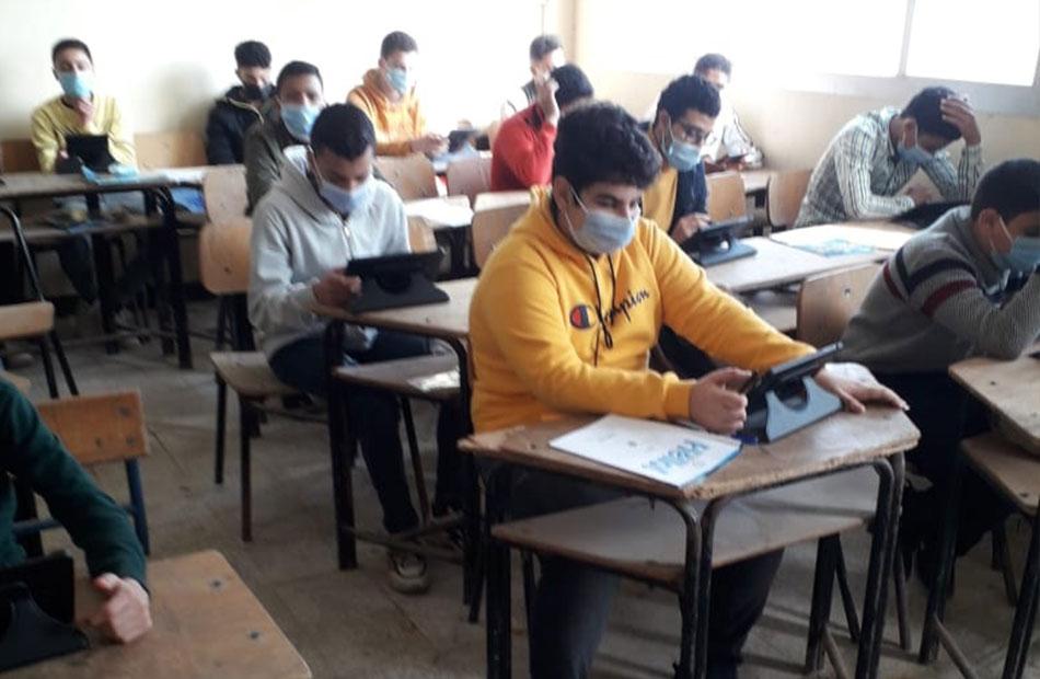 «التعليم  طلاب في اللجنة الواحدة بامتحانات دبلوم الصم| فيديو