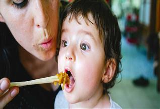«غذاء مدعوم».. «تحاليل يسيرة».. «قاعدة بيانات بأعداد المرضى».. أمهات أطفال الـPKU: «هذه قائمة احتياجاتنا»