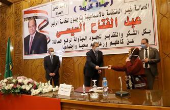 وزير القوى العاملة ومحافظ الإسماعيلية يسلمان3479 وثيقة تأمين تكافلي للعمالة غير المنتظمة| صور