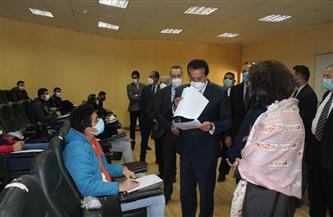 وزير التعليم العالي يتفقد عددًا من لجان الامتحانات بالجامعات الخاصة والمعاهد العليا| صور