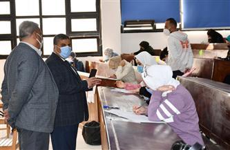 رئيس جامعة القناة يتفقد لجان امتحانات الكلية المصرية الصينية | صور