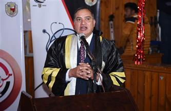 رئيس جامعة سوهاج يشهد الاحتفال بتخرج الدفعة ٢٥   صور