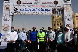 وزير الشباب والرياضة يصل أسوان ويطلق شارة البدء لمهرجان الدراجات| صور