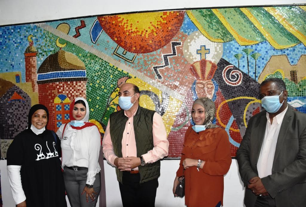 """محافظ أسوان يفتتح جدارية """" لا للتعصب"""""""