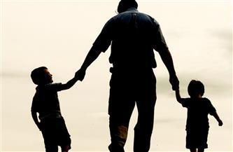 """في عيد الأم.. هؤلاء الآباء يستحقون الاحتفاء.. قصص من واقع الحياة المصرية تجسد """"أمومة """" الرجل"""