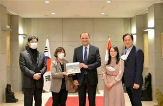 سفير مصر في سول ينظم حفل إطلاق كتاب لباحثة كورية مهتمة بقصص البرديات الفرعونية   صور