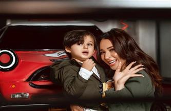 ساندي في أول ظهور مع ابنها راين بمناسبة عيد الأم | صور