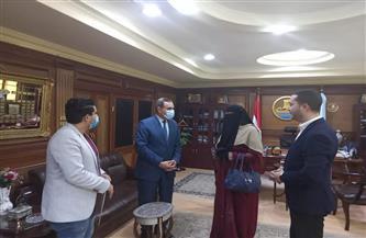 محافظ كفر الشيخ يستقبل الأم المثالية الثانية على مستوى الجمهورية ويشيد بكفاحها | صور