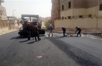 تنفيذ أعمال رصف طرق حي النوادي بمدينة المنيا الجديدة  صور
