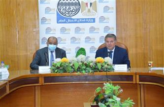 وزيرا قطاع الأعمال والتنمية المحلية يناقشان مع 4 محافظين الأماكن المقترحة لمحطات شحن السيارات الكهربائية