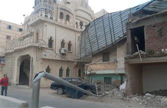 سقوط سقف وشرفة عقار بالإسكندرية بسبب شدة الرياح | صور