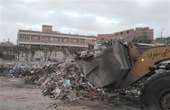 إزالة القمامة من أمام مستشفى بهتيم العام بحي شرق شبرا الخيمة   صور