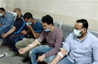 """""""اتحاد طلاب سوهاج"""" يُوزع 100 بطانية لمرافقي حادث قطار طهطا ويُشرف على تواصل حملة التبرع بالدم"""
