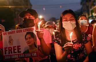 متظاهرو ميانمار يتعهدون بعدم الاستسلام رغم قطع الإنترنت