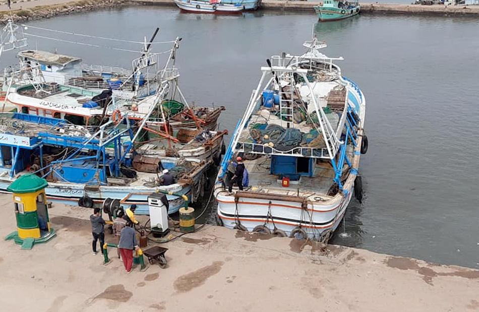 استئناف الملاحة بميناء الصيد بالبرلس وانطلاق  مركبًا بعد توقف  أيام | صور