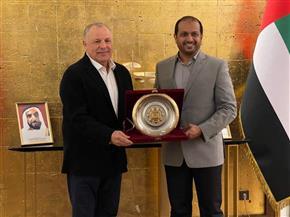 سفير الإمارات يكرّم أبوريدة لاحتفاظه بعضوية مجلس الفيفا| صور