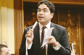 برلماني يطالب بخصم قيمة تطعيم لقاحات كورونا من مكافآت الأعضاء