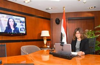 وزيرة الهجرة تشيد بجهود رجال مصر لتعويم السفينة بقناة السويس
