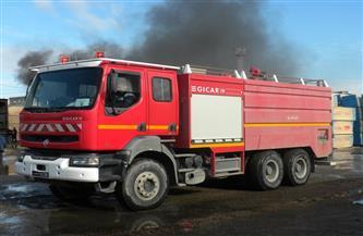 السيطرة على حريق داخل مخزن بكفر طهرمس