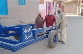 محافظ أسيوط: توزيع صناديق قمامة جديدة بشوارع صدفا والبدء في إنشاء محطة صرف مجريس صور