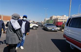 رئيسة مدينة سفاجا تقود حملة لمتابعة التزام المواطنين بالإجراءات الاحترازية في وسائل النقل | صور