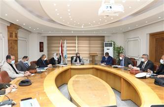 وزيرة البيئة تناقش سبل مكافحة التلوث البحري بالزيت| صور