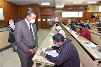 رئيس جامعة سوهاج يتفقد امتحانات الفصل الدراسي الأول بكلية التمريض| صور